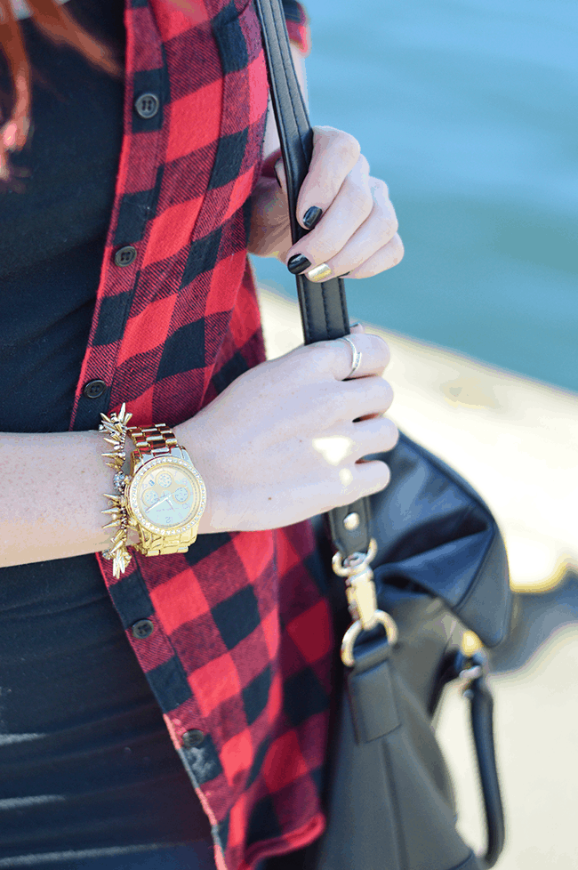 Gold accessories are the perfect addition to a flannel shirt to dress it up just a touch! #fashion #style #winter