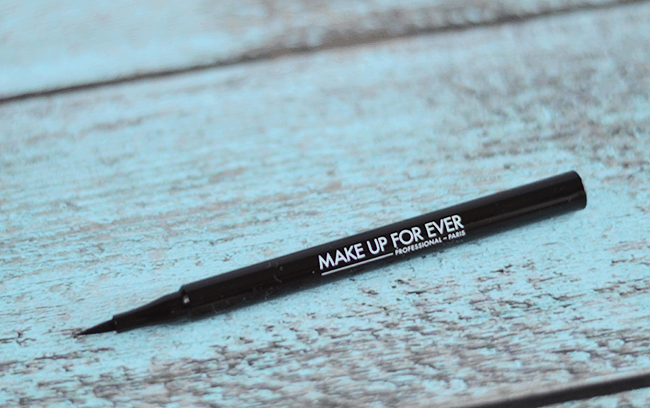 Make Up For Ever x Fifty Shades of Grey - Give In To Me Kit | graphic liner