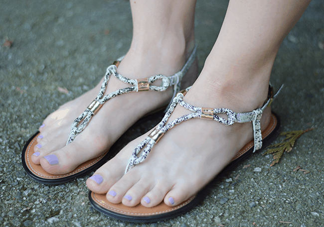 These snakeskin sandals from Payless go with everything! They're so perfect to dress an outfit up or down. #ad #solestyle #payless