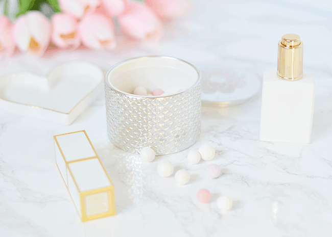 The Guerlain Meteorites Light Revealing Pearls of Powder is one of the most gorgeous products I've ever owned! | oliveandivyblog.com