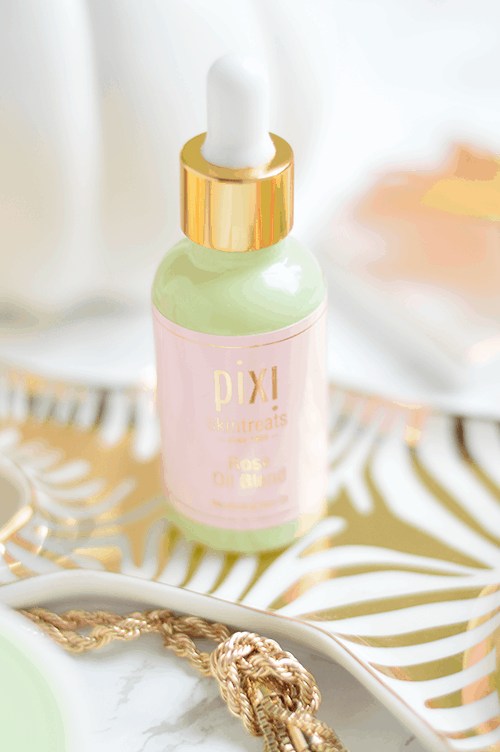 Has anything ever come in a prettier bottle? The Pixi Skintreats Rose Oil Blend is so beautifully hydrating! | oliveandivyblog.com