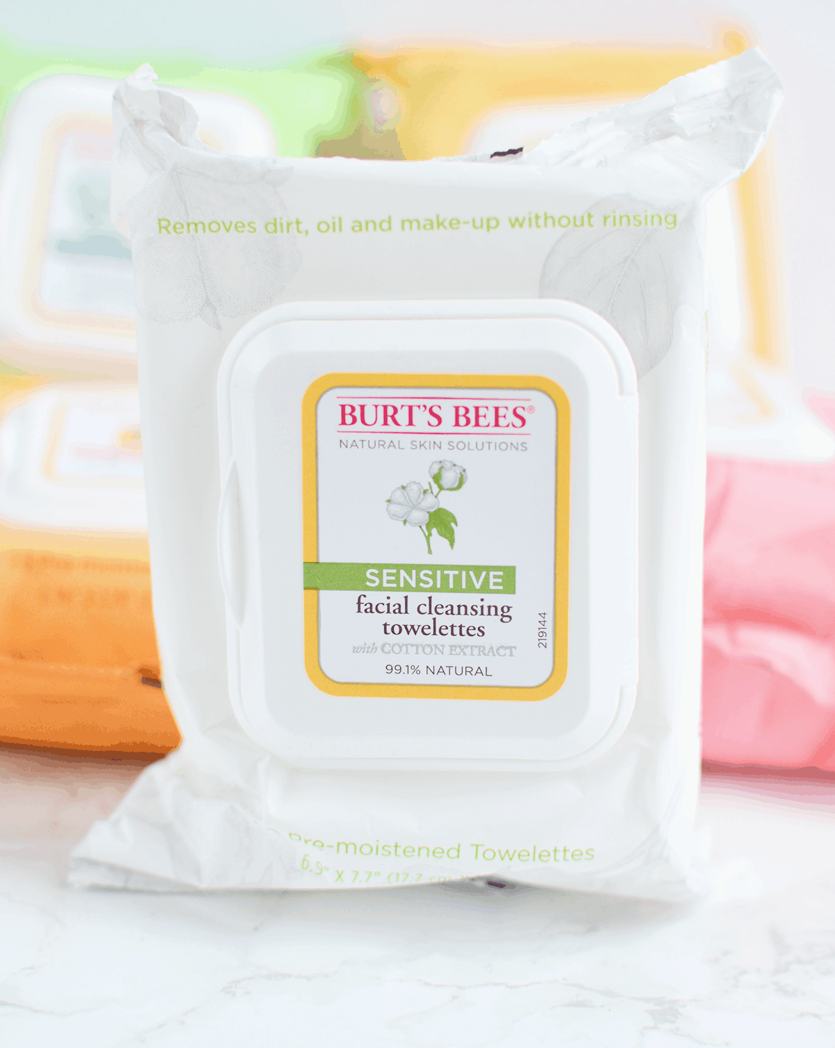 Burt's Bees Sensitive Facial Wipes are perfect for those with easily irritated skin! #NaturesSolutions AD | oliveandivyblog.com