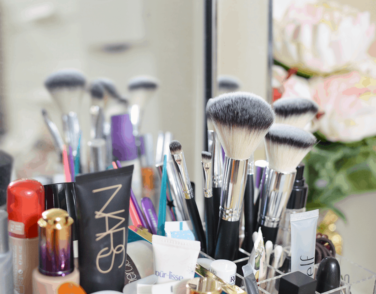 How to organize your makeup collection | oliveandivyblog.com