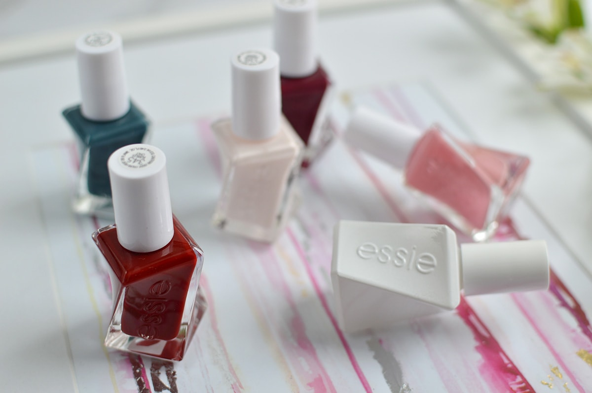 The Essie Gel Couture Polish makes for a super easy at-home gel manicure and it lasts for SO long without chips! | oliveandivyblog.com