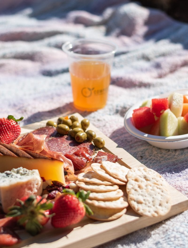 Easy eco-friendly swaps to take on your next picnic